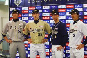 左からT-岡田(ビジター)、伊藤光(サード・ゴールド)、駿太(サード・ネイビー)、安達了一(ホーム)